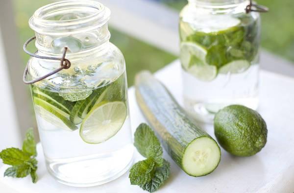 10 raisons d ajouter l eau de concombre votre alimentation family sant. Black Bedroom Furniture Sets. Home Design Ideas